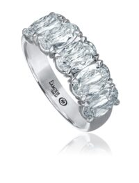 L'Amour Crisscut® oval cut diamond band