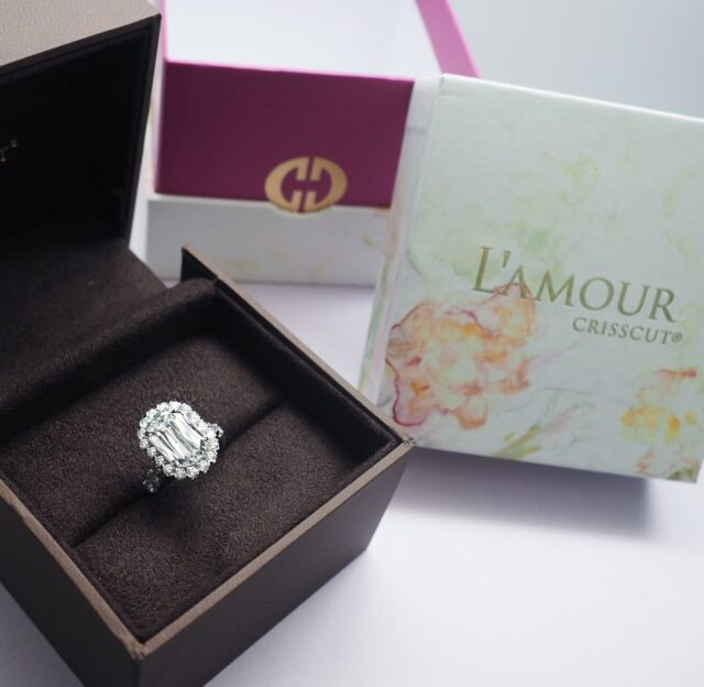 Unboxing this beautiful L'Amour Crisscut Classic engagement ring 🤍designed to be up to 50% larger with a brighter appearance then a generic diamond.
