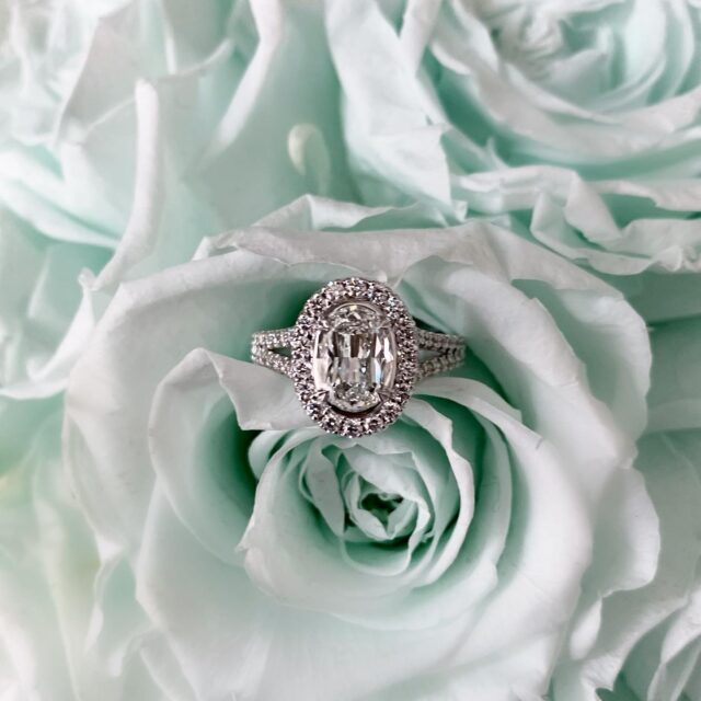 The L'Amour Crisscut Oval is designed to be up to 35% larger with a brighter, whiter appearance. #choosecrisscut #christopherdesigns #madeinnewyork